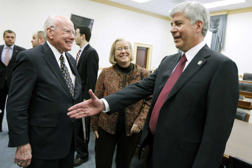 FILE - Michigan Gov.-elect Rick Snyder, right, meets with members of the Michigan Congressional delegation, including Rep. Vern Ehlers, R-Mich., left, on Capitol Hill in Washington on Dec. 1, 2010. Ehlers, a research physicist who served 17 years representing a western Michigan congressional district, has died at 83.