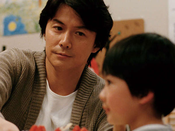 Masaharu Fukuyama, as Ryota Nonomiya (Father) and Keita Nonomiya as Keita Ninomiya in Hirozaku Kore-Eda's LIKE FATHER, LIKE SON. (FUJI TELEVISION NETWORK, INC./AMUSE INC./GAGA CORPORATION)