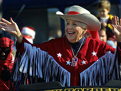 Sally Starr died Sunday at age 90. In this photo, the TV personality rode in the G Boys 13th Annual holiday parade in 2008 on Route 70 in Marlton, N.J. (David M Warren/Staff)