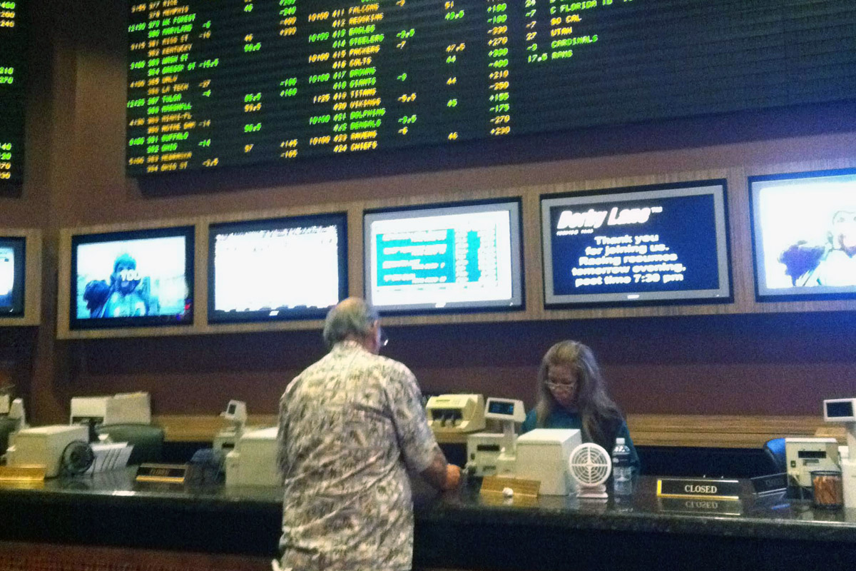 The Supreme Court will take up New Jersey´s bid to allow sports betting at its casinos and racetracks.