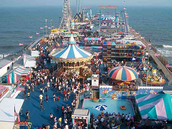 A view of the Jersey Shore´s Steel Pier in 2004.