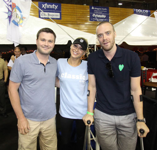 Anna Kournikova poses with Flyers director of team services Bryan Hardenbergh and Flyers forward Ville Leino, on crutches after recent surgery.<br /><br />Photo: Philadelphia Freedoms/World Team Tennis