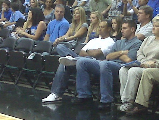 Tiger sitting courtside tonight. Because who doesn´t like a Tiger Woods picture.