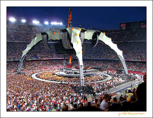 The set-up of U2´s 360 show in Barcelona.