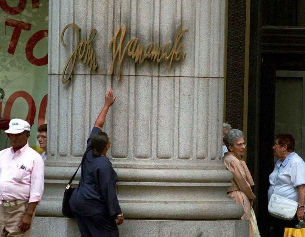 Delores Alston touching the Wanamaker´s nameplate for the last time in 1995, before the store became a Hecht´s.