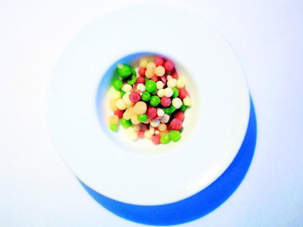 A glass of ham bubbles: The seasonal dip-n´-dots at Marigold Kitchen.