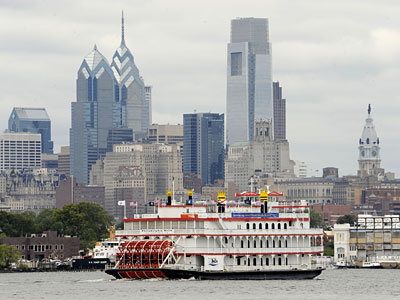 The Philadelphia Belle cruises up the Delaware River in front of the Philadelphia skyline, heading to a ceremony at Penn&acute;s Landing. (Clem Murray / Staff<br />Photographer )