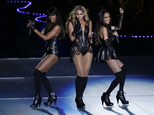 Beyonce performs with Kelly Rowland, left, and Michelle Williams, right, of Destiny´s Child, during the halftime show of the NFL Super Bowl XLVII football game between the San Francisco 49ers and the Baltimore Ravens, Sunday, Feb. 3, 2013, in New Orleans. (AP Photo/Gerald Herbert)