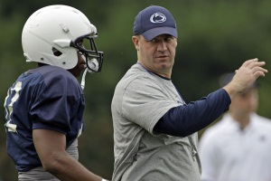 Penn State coach Bill O´Brien gives instruction to Penn State cornerback Stephon Morris. (AP Photo/Gene J. Puskar)