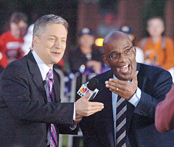 The weather guys - NBC 10 News Today´s Bill Henley (left) and NBC Today´s Al Roker - clown around for the camera. (Clem Murray / Inquirer)