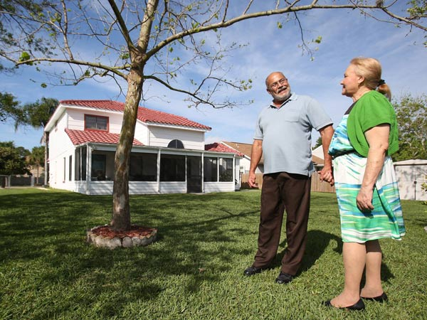 Jose and Maria Guadalupe lost their south Orange, Fla., home to foreclosure but bought it back under new lending rules. (Red Huber/Orlando Sentinel/MCT)