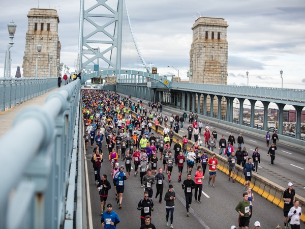 Participants on their way back into New Jersey during the Cooper Norcross 10k Run the Bridge event on November 3, 2013.  (Colin Kerrigan / Philly.com)
