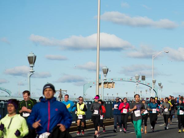 Runners cross the Ben Franklin Bridge back into Camden at the Cooper Norcross Run the Bridge 10K on November 2, 2014. (Abi Reimold/ For Philly.com)