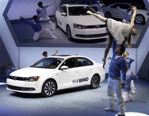 The 2013 Volkswagen Jetta Hybrid debuts at the North American International Auto Show in Detroit, Monday, Jan. 9, 2012. (AP Photo/Paul Sancya)<br />