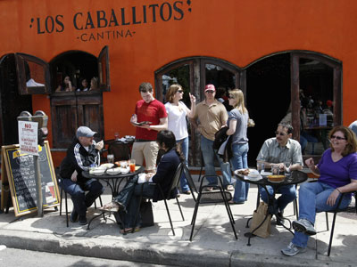 Outdoor diners at Cantina Los Caballitos in South Philadelphia. ( Michael S. Wirtz / Staff Photographer ).