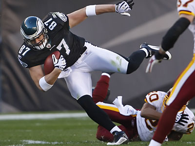Brent Celek on one of the few receptions he made on Sunday.  (Ron Cortes / Staff Photographer)