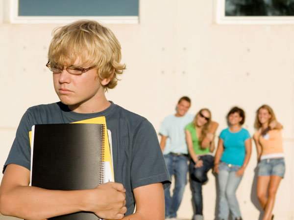 Status-seeking behaviors of adolescence don´t translate well to adult world, study suggests.