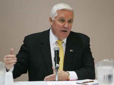 Attorney General Tom Corbett during a forum in March.  The candidate for Pennsylvania governor is seeking to pierce the veil of anonymity of Twitter posts with a subpoena. ( Michael Bryant / Staff Photographer )