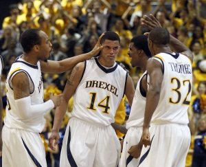 Drexel&acute;s Damion Lee (14) is congratulated by his teammates after<br />Lee made a basket against George Mason on<br />Thursday, January 12.  (Yong Kim / Staff Photographer)