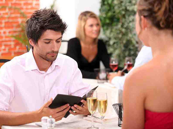 The question is: Should a woman offer to split the bill on the first date?