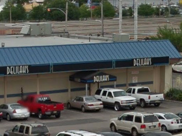 A former bouncer at Delilah´s Den filed a federal suit claiming he was fired because he was too old and Jewish. (image via google maps)