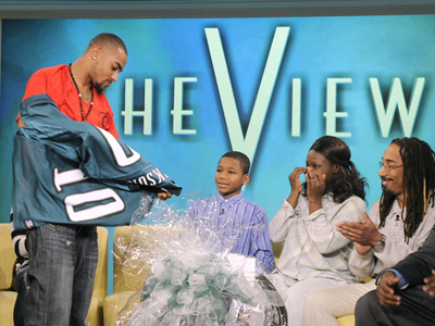"DeSean Jackson presents his jersey to Upper Darby bullying victim Nadin Khoury on ABC´s ""The View"" on Thursday."