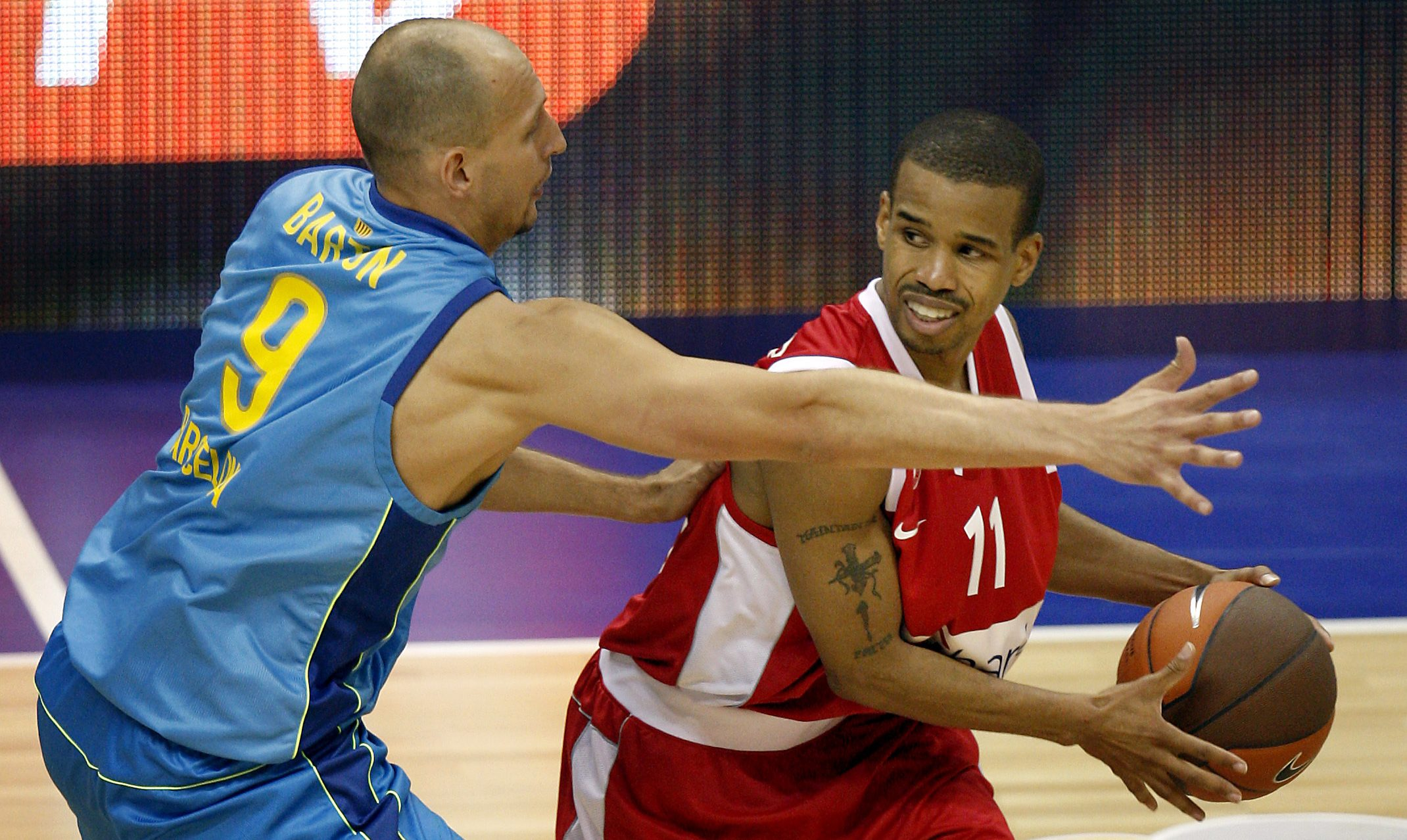 Lynn Greer (right) of Olympiacos Piraeus looks to pass while guarded by Lubos Barton of Regal FC Barcelona during a Euroleague Basketball final-four game in Berlin in May 2009.