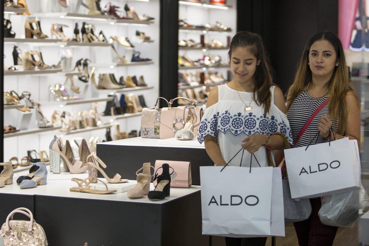 Cecilia (left) and Cristina Perez shop at Aldo at the King of Prussia Mall.
