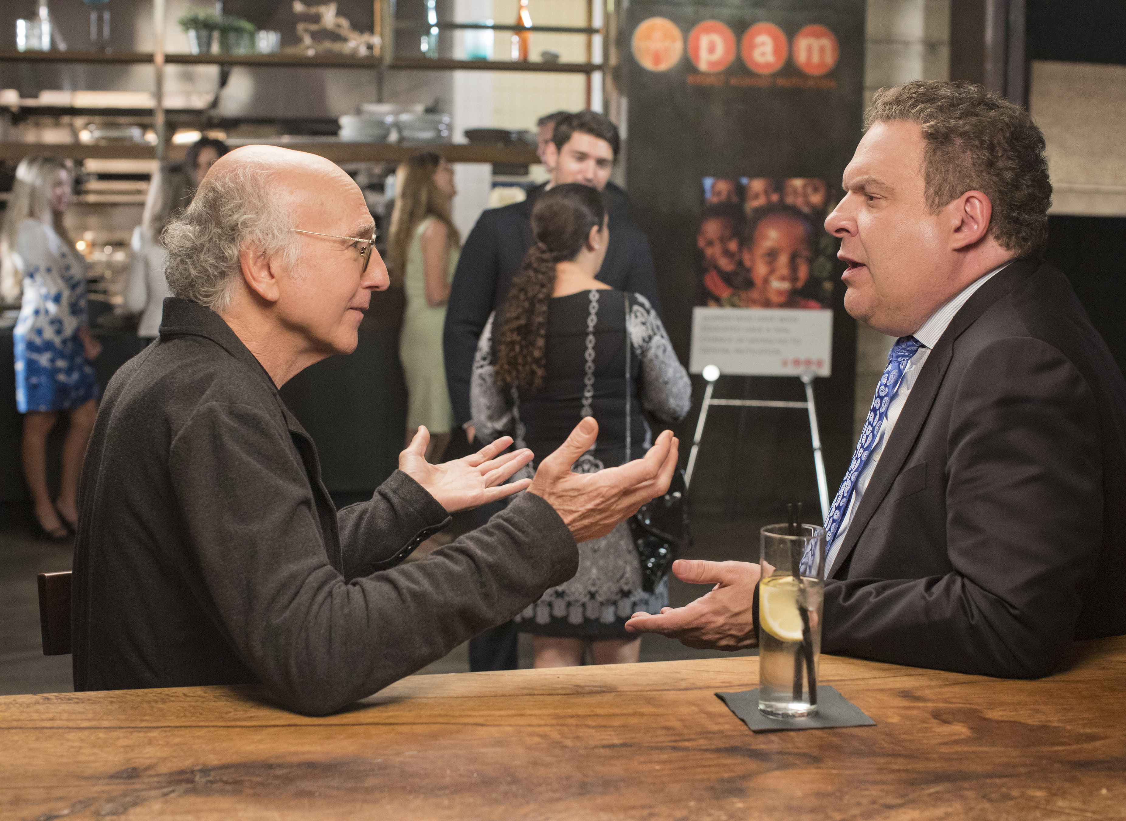 "Larry David (left) and Jeff Garlin in a scene from the Oct. 1 ninth-season premiere of HBO´s ""Curb Your Enthusiasm"""