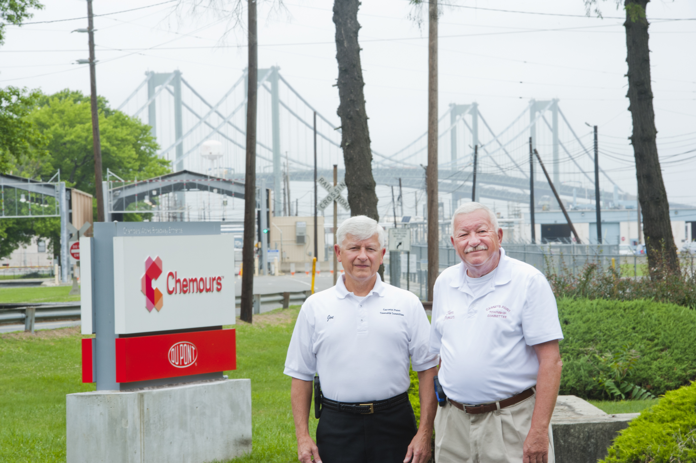 Joseph Racite, Mayor of Carney´s Point (left) and township committee member Ken Brown stand out front of the Chemours plant.