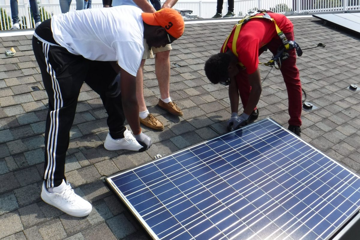 Students from the Philadelphia School District´s first solar training program  learn installation at the Navy Yard.