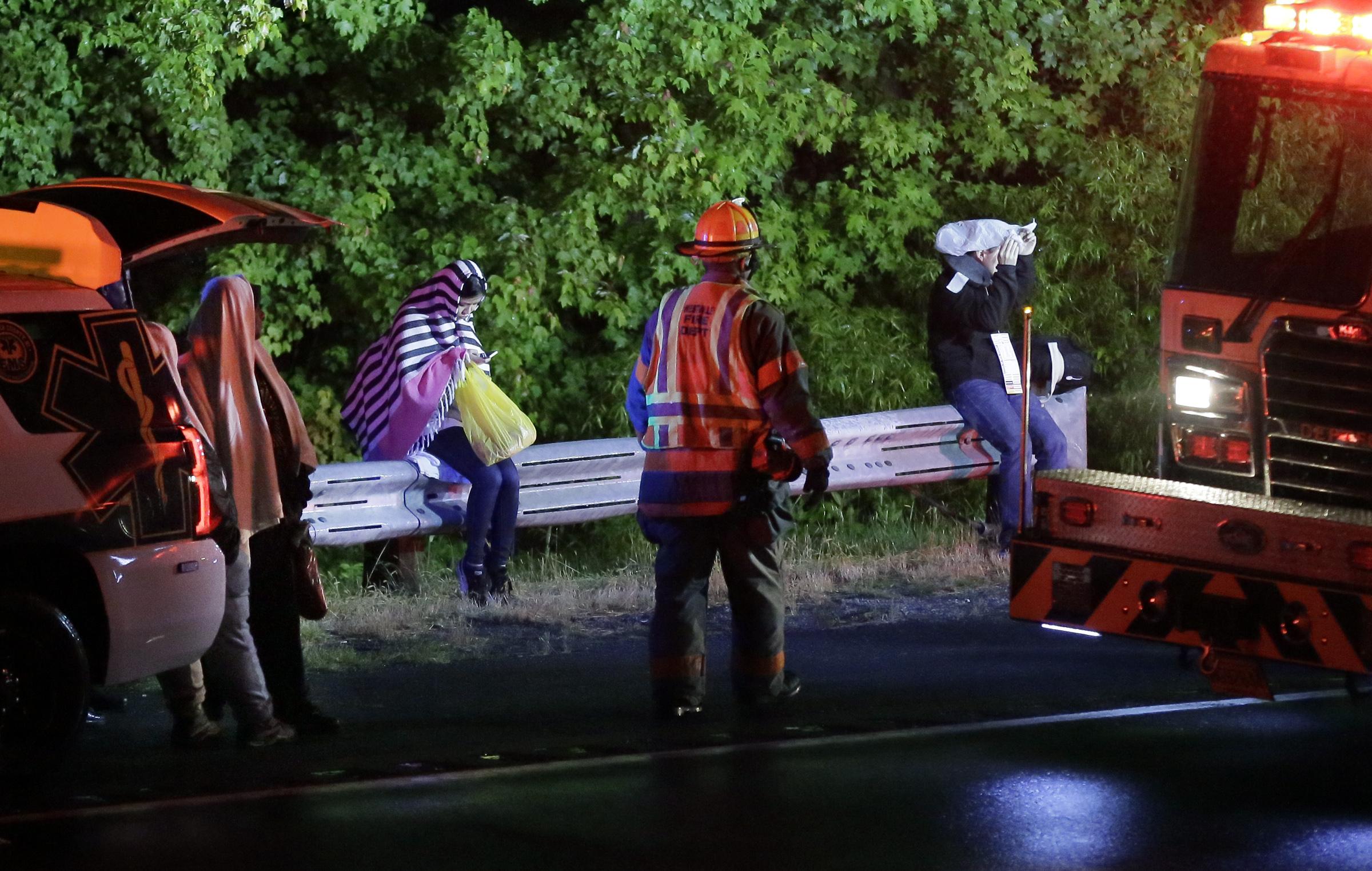 Tour bus overturns in N J  Turnpike crash