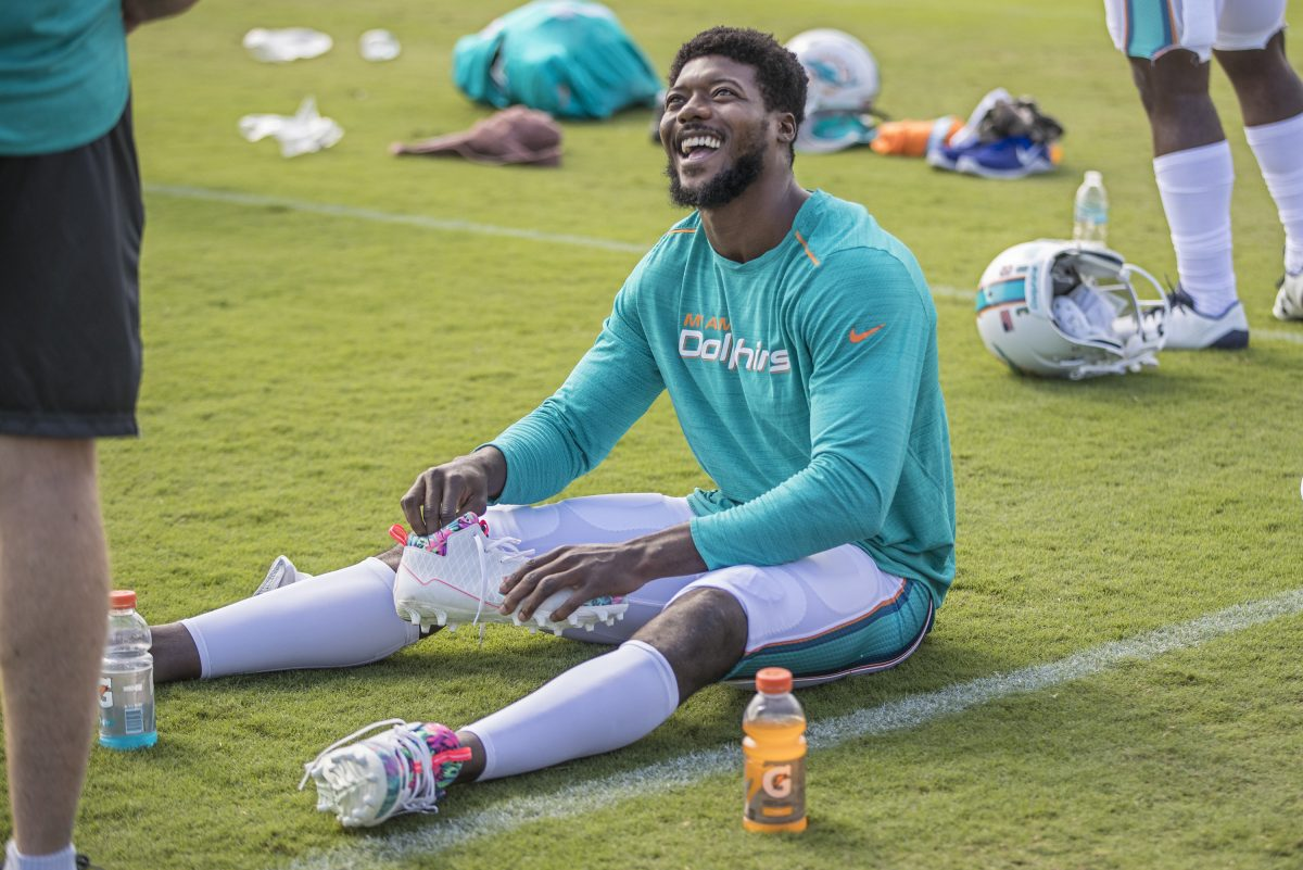 Dolphins cornerback Byron Maxwell shares a light moment with a teammate as he prepares for the combined practice with the Eagles on Monday.