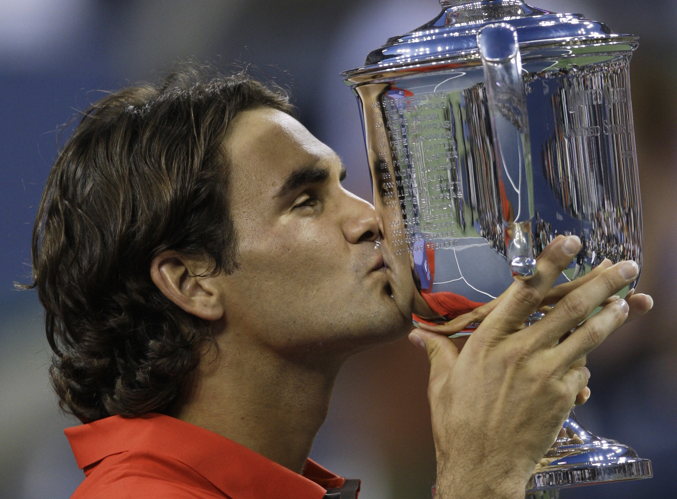 Roger Federer, of Switzerland, kisses the championship trophy after winning the men´s finals championship over Andy Murray, of Britain, at the U.S. Open tennis tournament in New York, Monday, Sept. 8, 2008. (AP Photo/Charles Krupa)