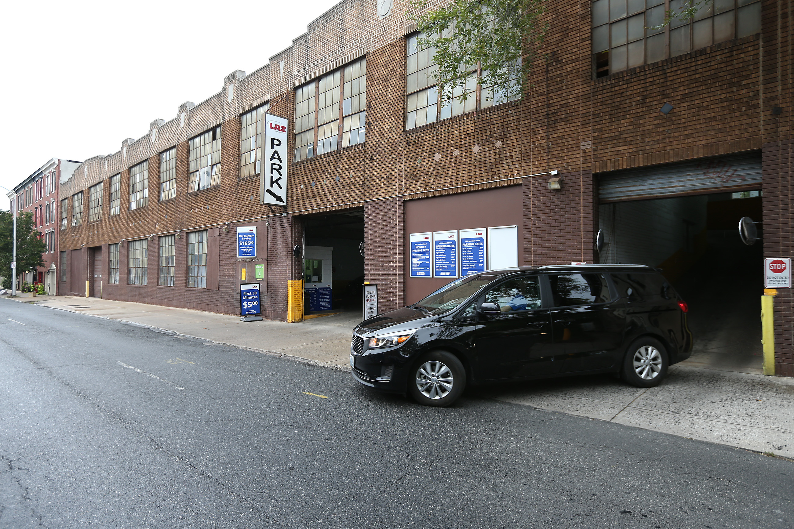 A car exits the parking garage on the 2000 block of Lombard Street in Philadelphia,. A developer wants to demolish the 150-car garage and build townhouses.. DAVID MAIALETTI / Staff Photographer