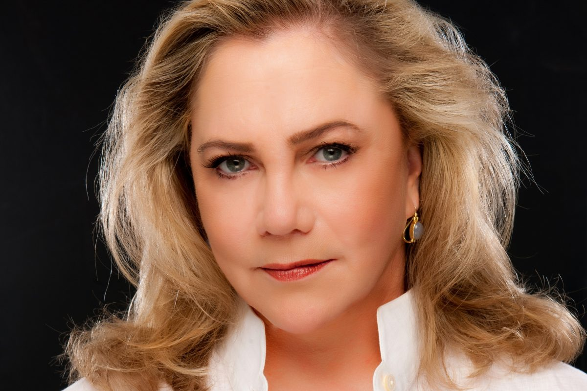 Kathleen Turner makes her world debut as a cabaret singer Monday at the Suzanne Roberts Theatre.