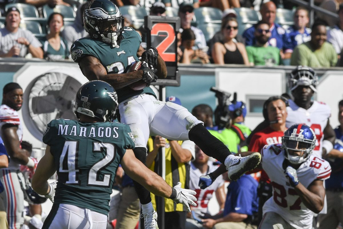 Eagles cornerback Patrick Robinson intercepts Eli Manning pass in the third quarter.