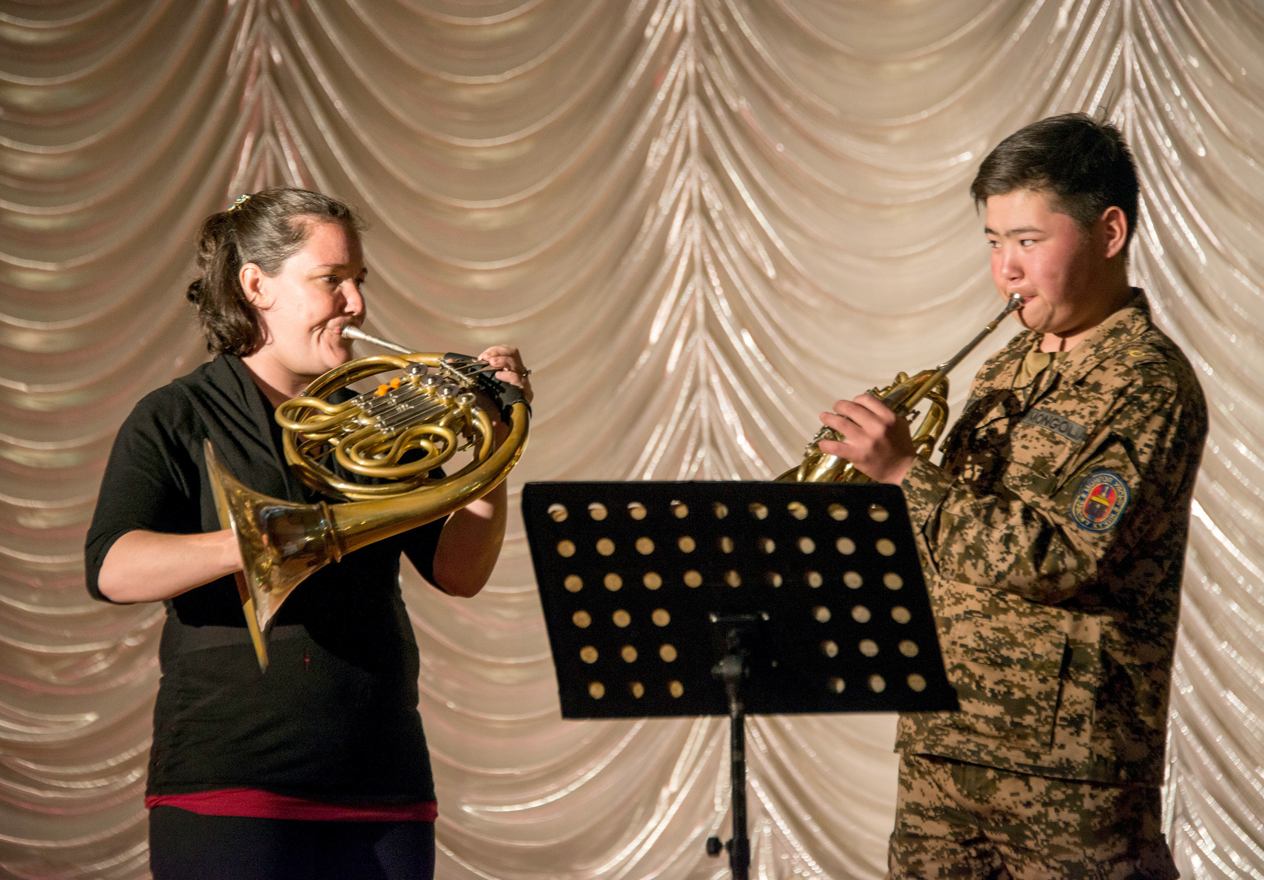 Jennifer Montone works with a student in a Masterclass at the National Defense University Mongolia on June 2, 2017. Photo by Jan Regan / Philadelphia Orchestra.