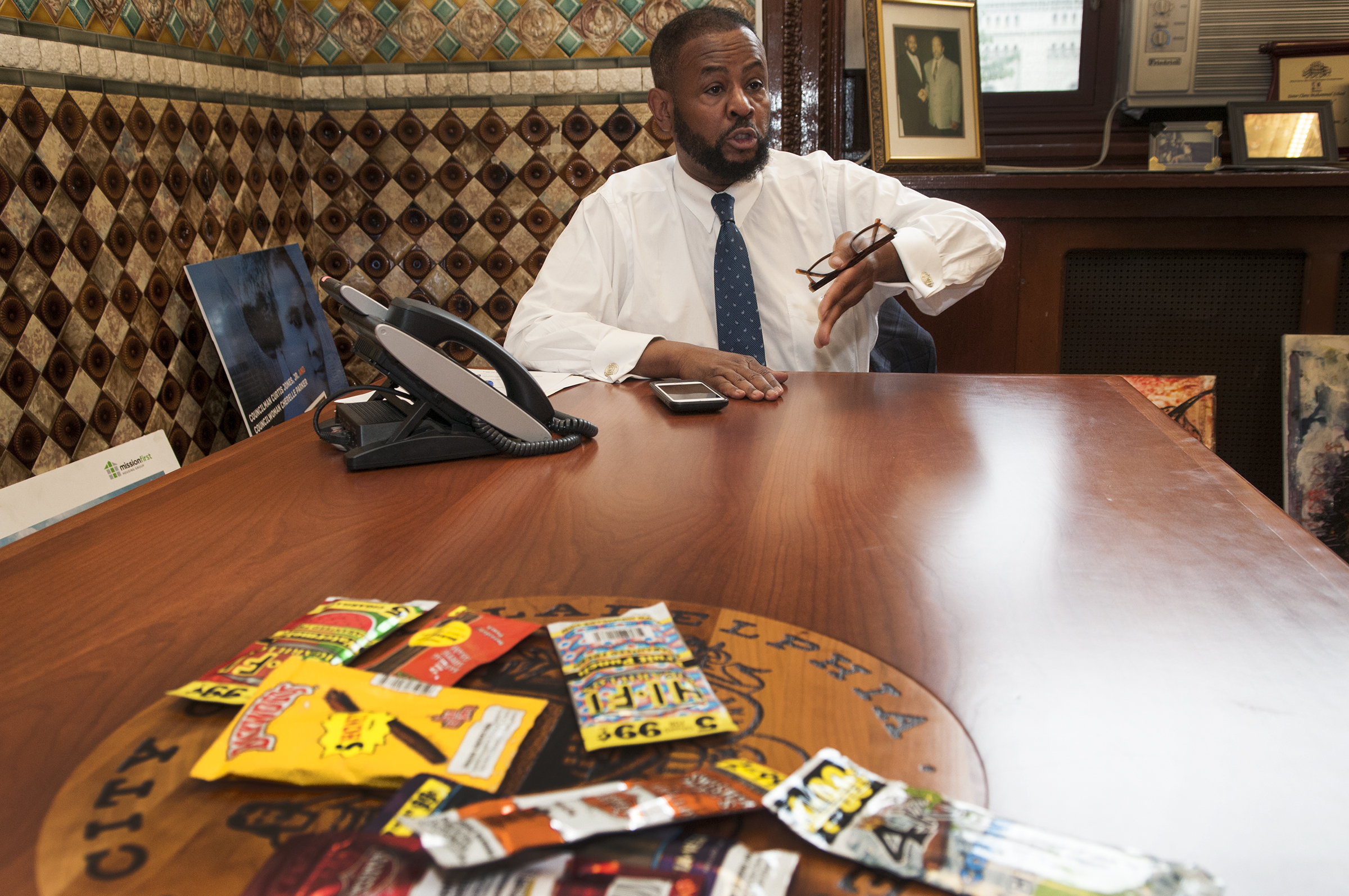 Councilman Curtis Jones talking about the packaging of Cigarillos which is designed to look like candy Councilman Curtis Jones office Philadelphia City Hall 15th and Market Street Philadelphia Pa October 11, 2017 ( RAYMOND W HOLMAN JR / For the Philadelphia Inquirer )