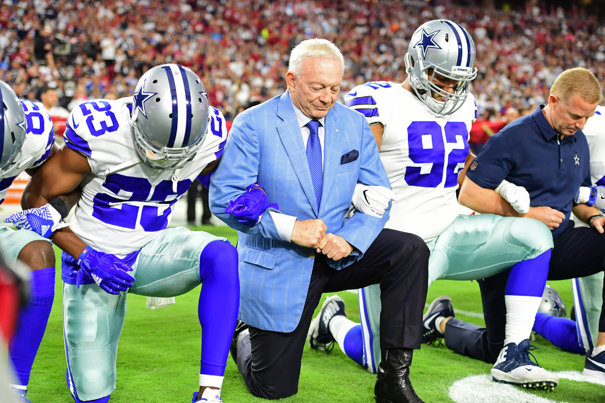 Cowboys owner Jerry Jones kneels alongside his players prior to the playing of the national anthem before the team´s Week 3 Monday Night Football game.