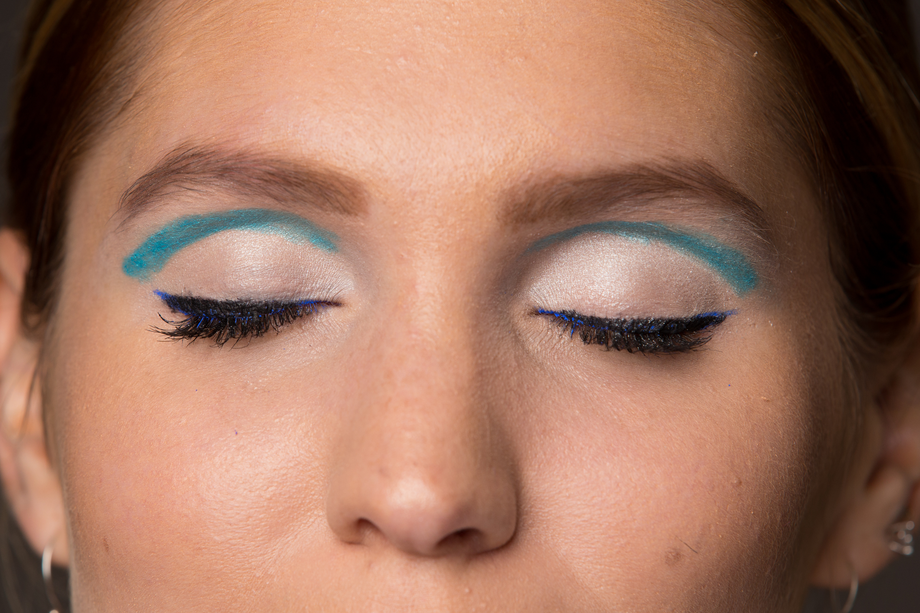 Kristen Sokac models turquoise floating crease eyeliner trend accented with highlighted lid Oct. 10, 2017. JESSICA GRIFFIN / Staff Photographer