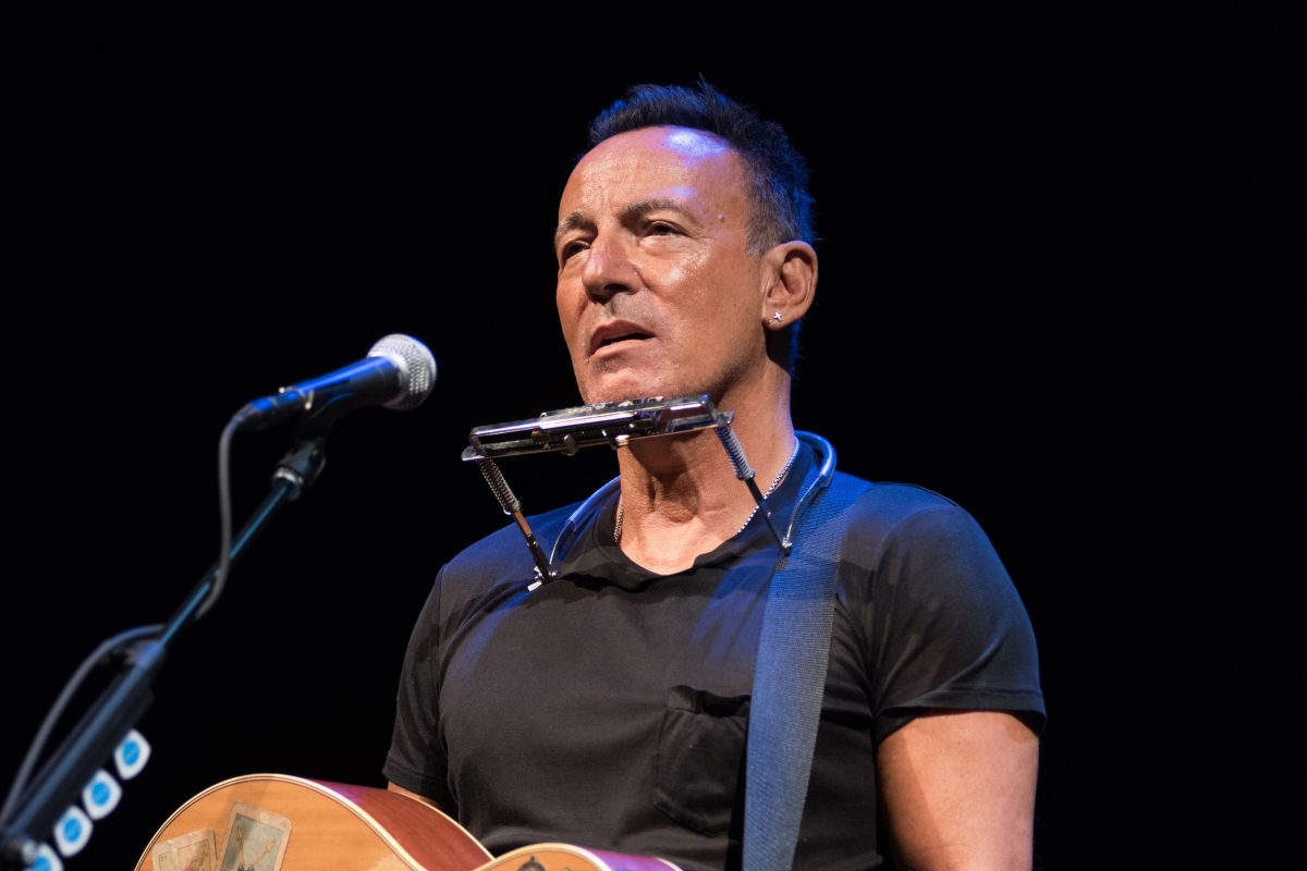 39 springsteen on broadway 39 the boss as you 39 ve never seen him before philly. Black Bedroom Furniture Sets. Home Design Ideas
