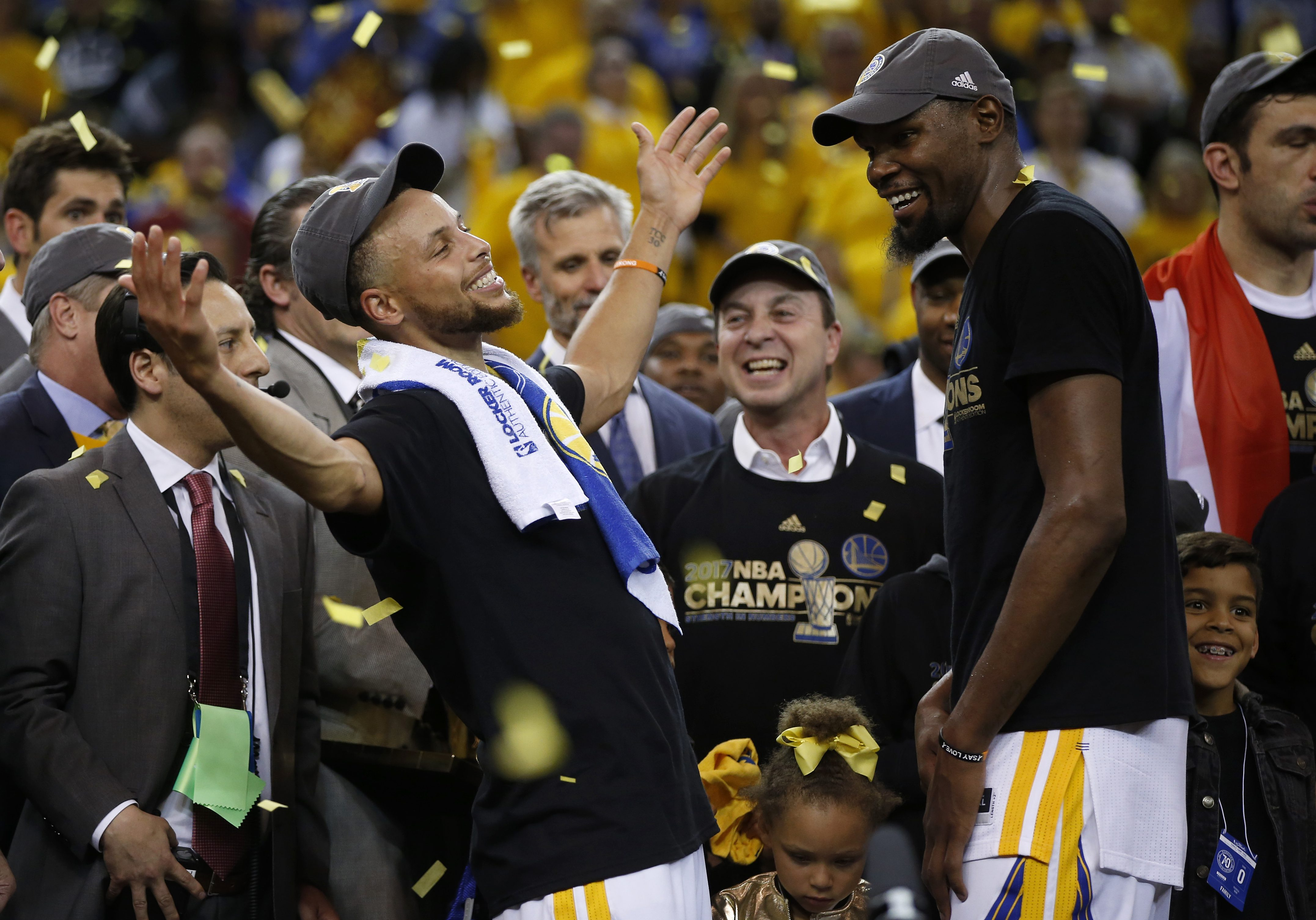 The Golden State Warriors´ Stephen Curry, left, celebrates with teammate Kevin Durant after defeating the Cleveland Cavaliers, 129-120, in Game 5 of the NBA Finals at Oracle Arena in Oakland, Calif., on Monday, June 12, 2017. (Nhat V. Meyer/Bay Area News Group/TNS)