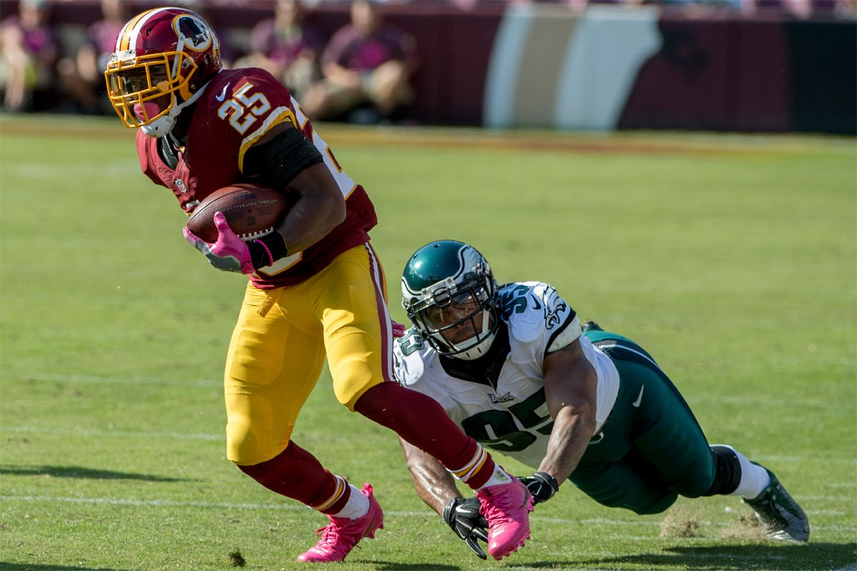 Redskins running back Chris Thompson makes Eagles linebacker Mychal Kendricks miss a tackle during an October 16, 2016 game in front of a friendlier crowd in  Washington.