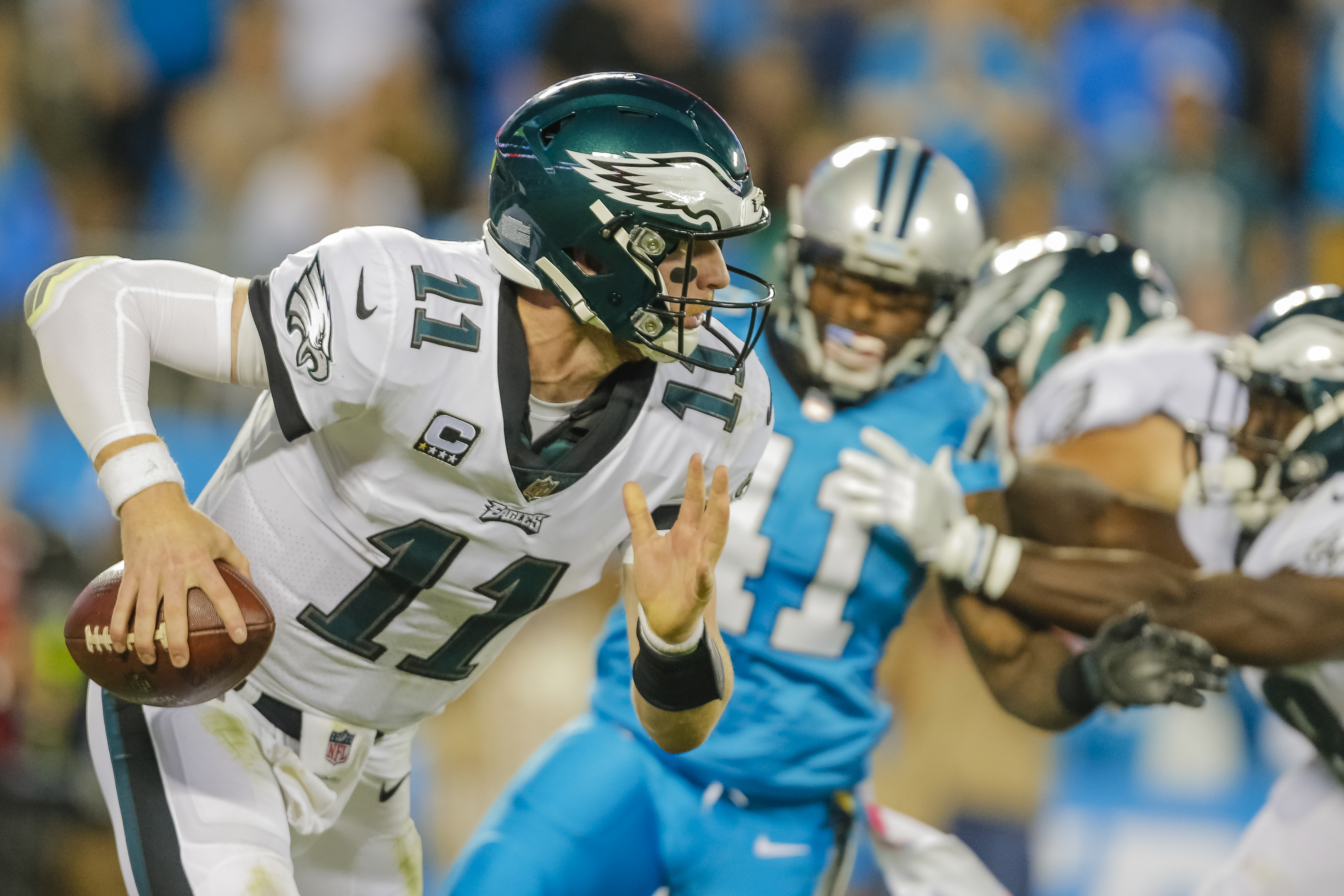 Philadelphia Eagles´ Carson Wentz (11) scrambles out of the pocket against the Carolina Panthers during the first half of an NFL football game in Charlotte, N.C., Thursday, Oct. 12, 2017. The Eagles won 28-23. (AP Photo/Bob Leverone)