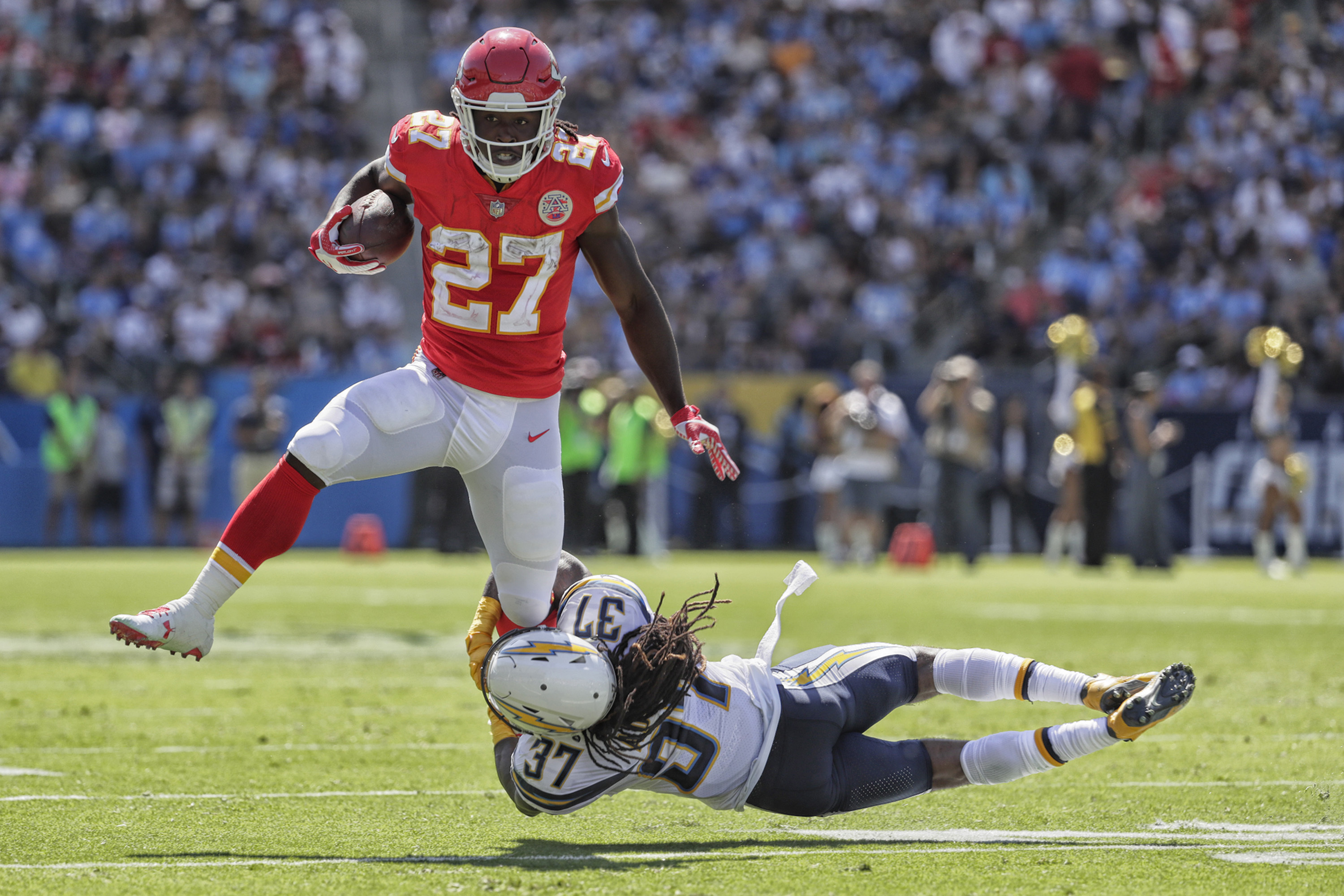 Kansas City Chiefs running back Kareem Hunt (27) slips the tackle of Los Angeles Chargers safety Jahleel Addae during a first-quarter run at StubHub Center in Carson, Calif., on Sunday, Sept. 24, 2017. The Chiefs won, 24-10. (Robert Gauthier/Los Angeles Times/TNS)