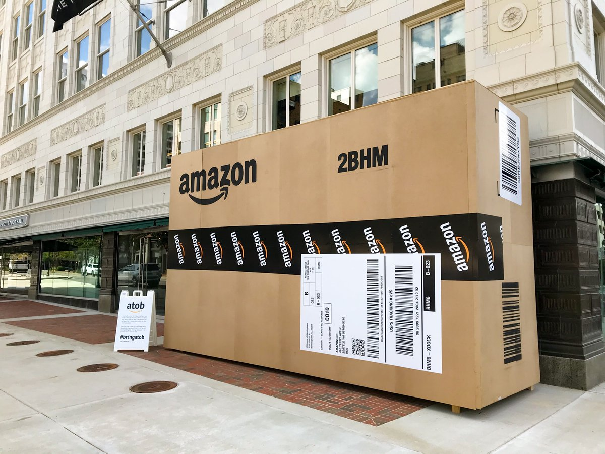 Birmingham, Alabama tried to get Amazon´s attention by scattering giant sculptures of the company´s boxes around the city.