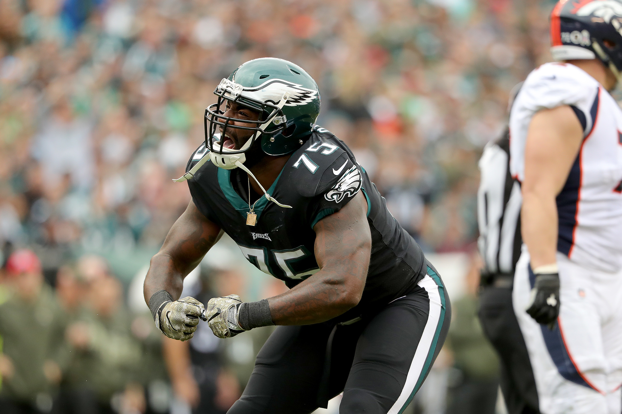 The Eagles' Vinny Curry celebrates a first-quarter stop during the Eagles´ victory Sunday.