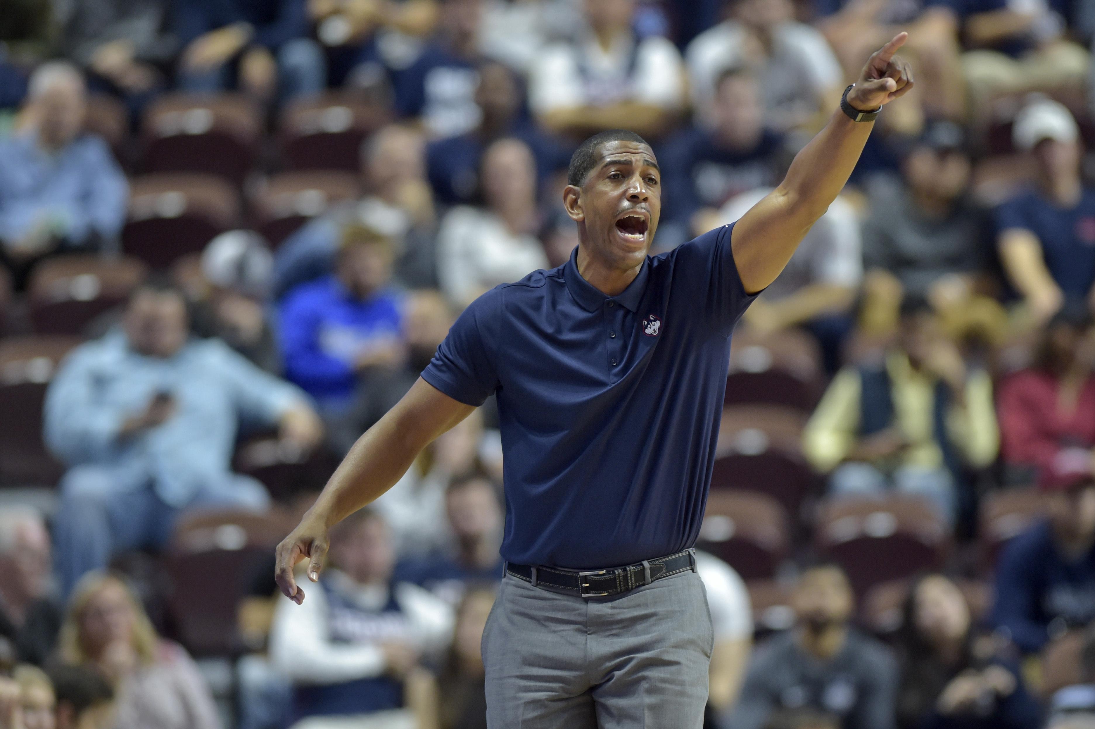Connecticut head coach Kevin Ollie has fixed the program´s recent academic problems. (John Woike / Hartfor Courant