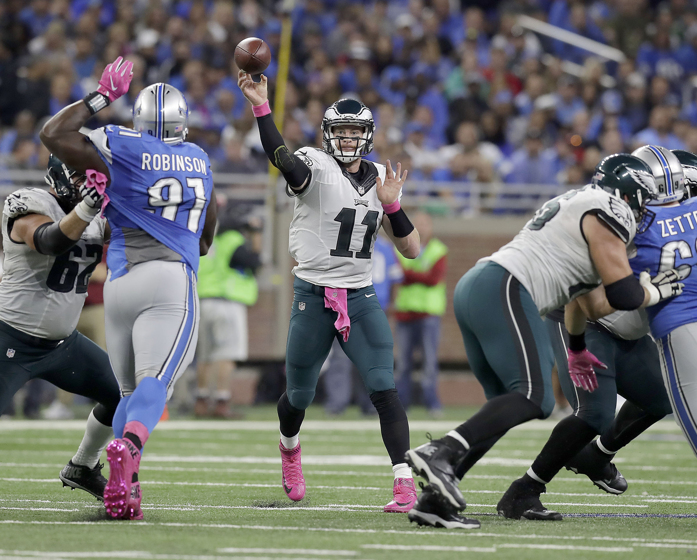 Eagles´ quarterback Carson Wentz throws the football during the fourth-quarter against the Detroit Lions on Sunday, October 9, 2016 in Detroit. YONG KIM / Staff Photographer